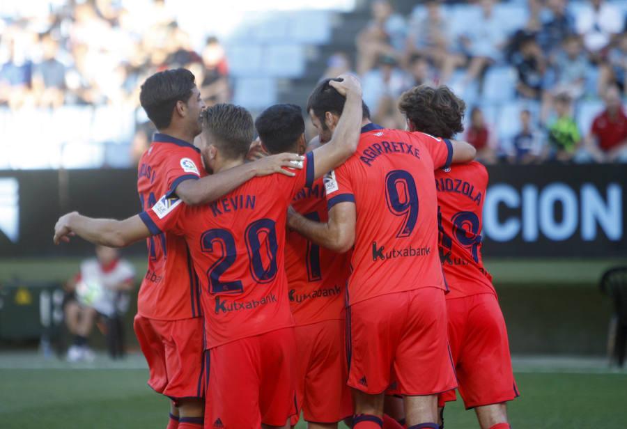 Los jugadores de la Real celebran el gol de Willian José ante el Celta.