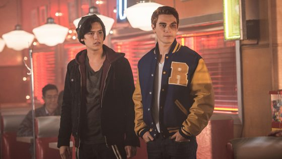 """Riverdale -- """"Chapter Two: A Touch of Evil"""" -- Image Number: RVD102a_0213.jpg -- Pictured (L-R): Cole Sprouse as Jughead Jones and KJ Apa as Archie Andrews -- Photo: Diyah Pera/The CW -- © 2016 The CW Network. All Rights Reserved"""